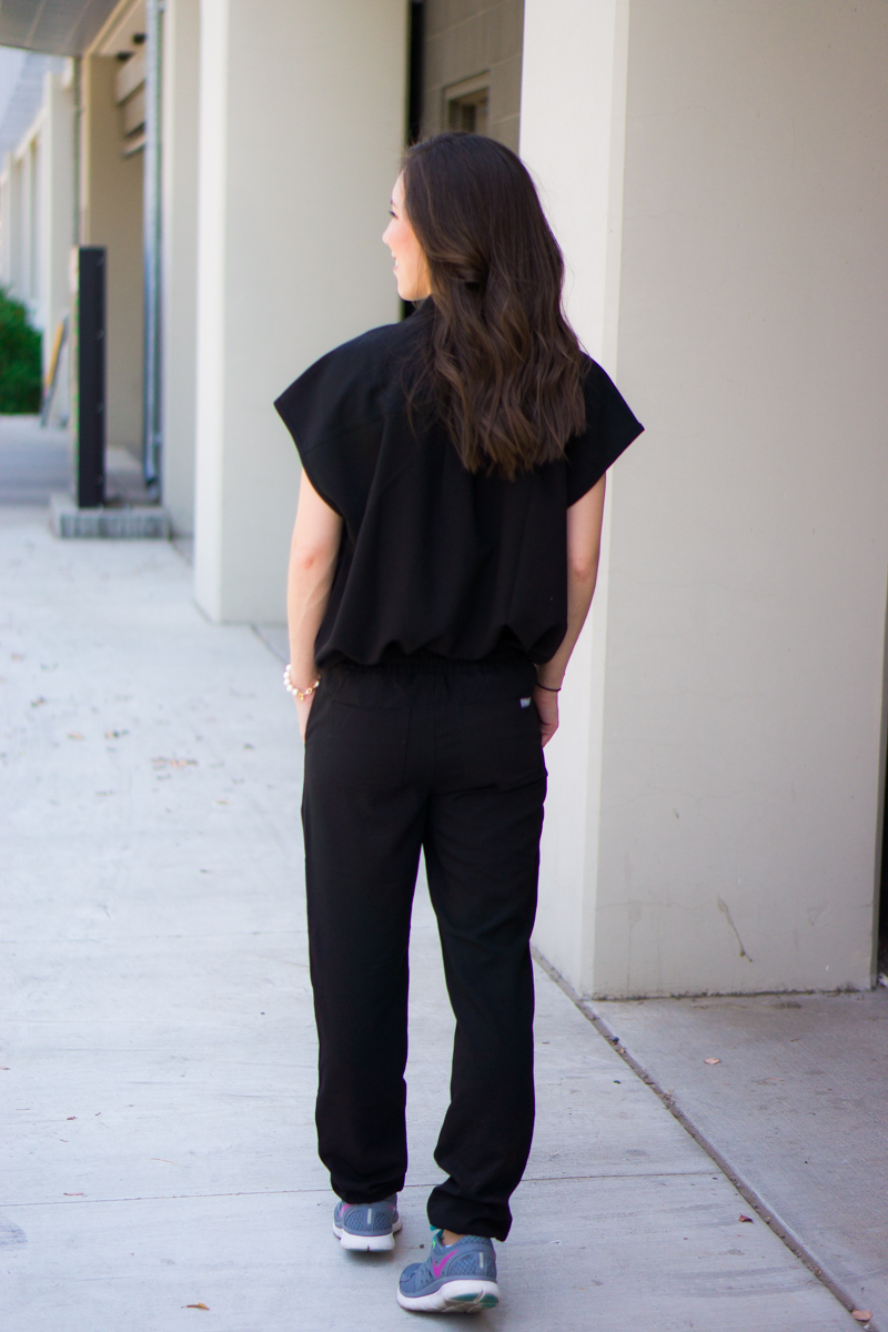 Honest Wear FIGS scrubs review | Zamora Jogger Scrub Pant | Rafaela Mandarin Collar Scrub Top | FIGS 20% off coupon code | Best jogger pants for women | Best Petite fashion and style blog | Jogger pants for errands, lounge wear, running errands | Fashion forward scrubs | Best scrub company