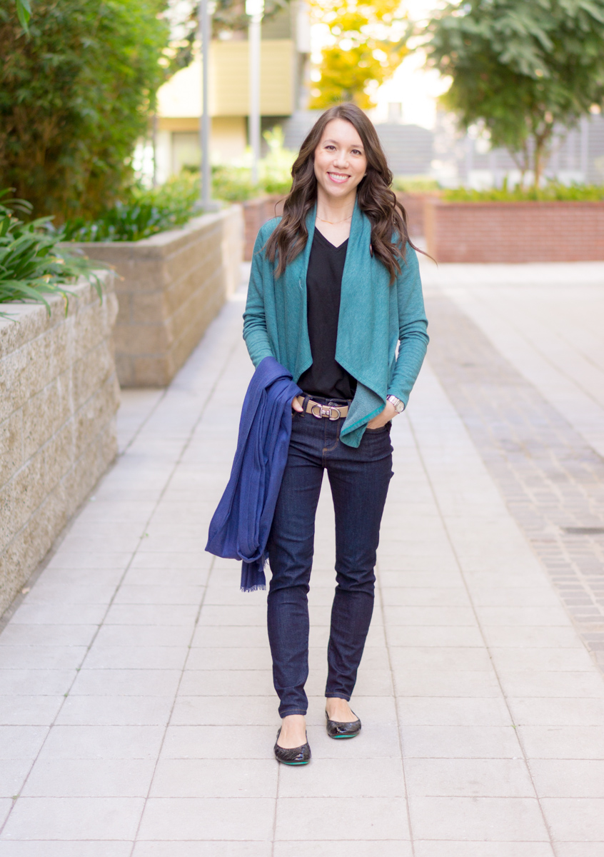 3 go-to travel outfits | What to wear on a plane | Comfy travel outfit ideas for women | Petite fashion style blog | holiday travel plans & guide | M. Gemi Cerchio sneakers review | Nordstrom street level Reversible tote | FIGS Jogger pants | underscrub tee | Bobeau wrap cardigan | dark wash jeans | striped tee | sweater blazer