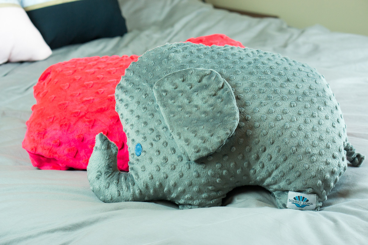 Best Weighted Blanket for Anxiety | Sonno Zona review | weighted blanket for adults | for petite women | for children | weighted blanket to help with sleep naps bedtime | CuddleBliss elephant weighted animal | Create calm spaces after the KonMari Method | Dr. Jessica Louie PharmD Pharmacist | Certified KonMari Consultant | Declutter Coach | Burnout Coach | help with anxiety, stress, overwhelm, burnout with weighted blankets | The Burnout Doctor